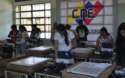 Mesas electorales se instalan este viernes en todo el país