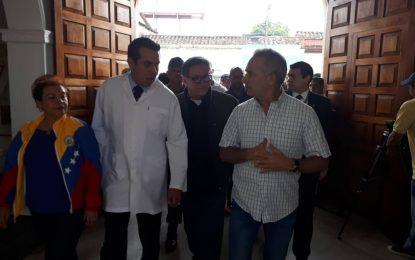 1,5 millones de dólares en equipos médicos se entregaron al Hospital Central de San Cristóbal