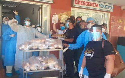 Gabinete de Producción entrega panes en el Hospital Seguro Social