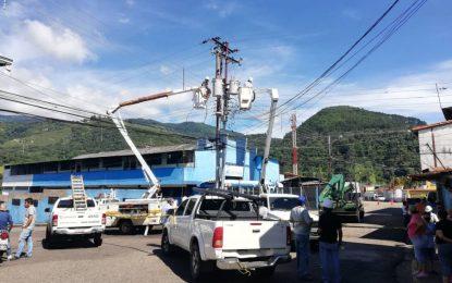 Sustituyen dos transformadores de distribución en el sector Ruiz Pineda
