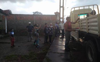 Protectorado y Gmbnbt entregan material para reparación de vivienda