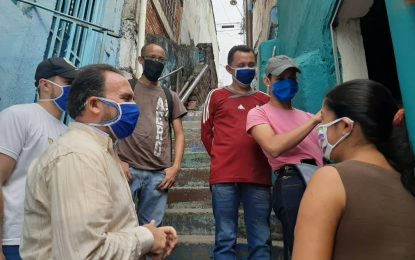 Voceros populares acompañan a compatriotas que retornan hasta sus hogares