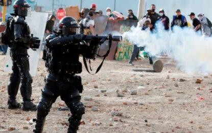 Nueva represión policial en Colombia deja decenas de heridos y detenidos