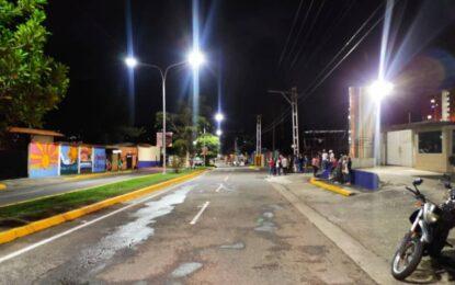 150 lámparas Led iluminan la avenida Los Angustinos
